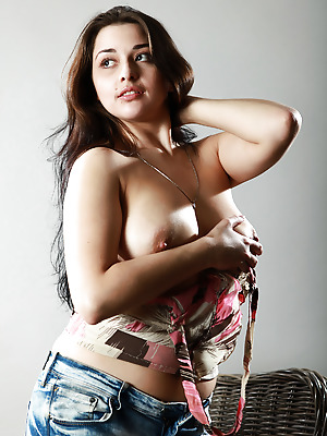 avErotica  Valeria  Amateur, Babes, Brunettes, Erotic, Teens, Natural, Solo